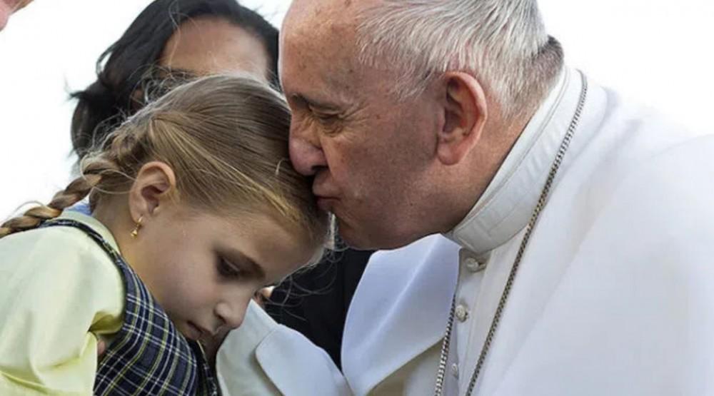 Paavi pääsi pedopälkähästä